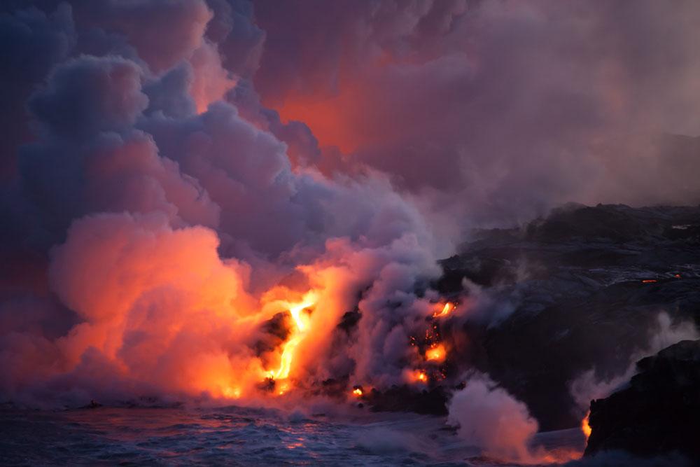 Éruption volcan à La Réunion en 2019 coulées de lave dans la mer